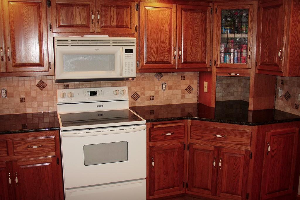 Picking A Kitchen Backsplash: Choosing The Right Kitchen Tile Backsplash